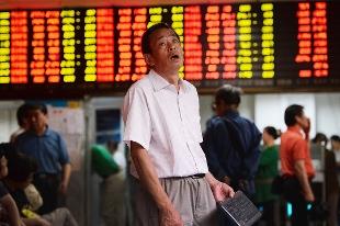 中国株暴落でぼうぜんとする人